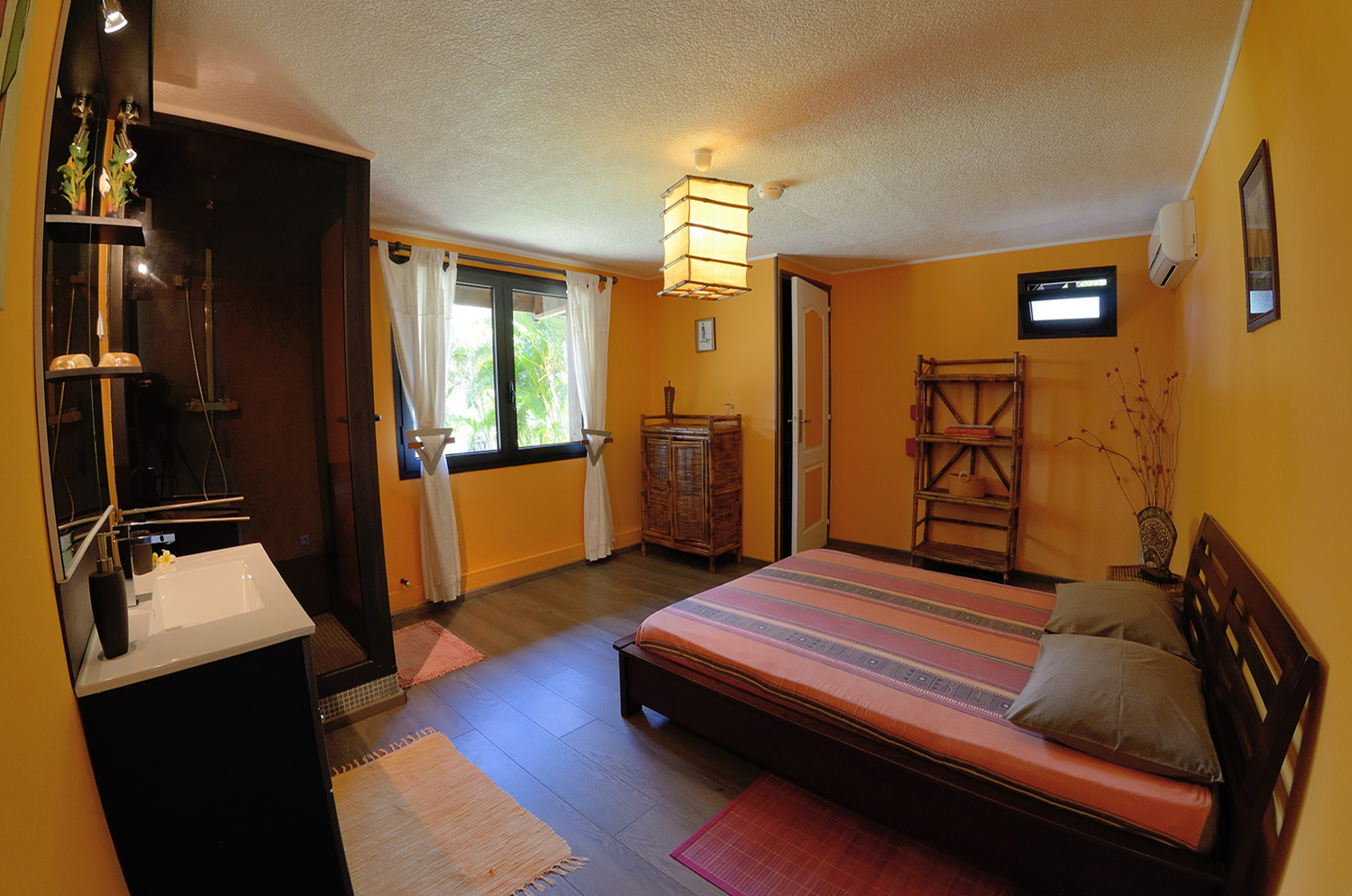 La chambre safran rougail mangue for Chambre decoree
